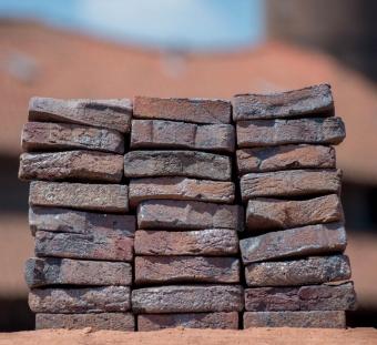 Плитка ручной формовки Antigoon blue sintered artistic road bricks Vogelensangh Steenfabriek
